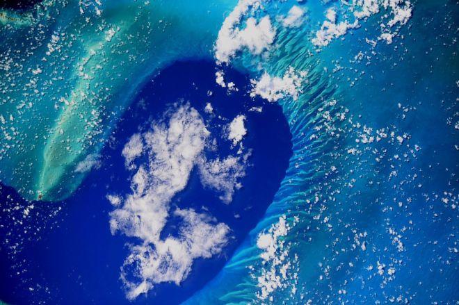 Thomas Pesquet ne rate jamais une occasion de photographier la Terre vue du ciel (Bahamas)