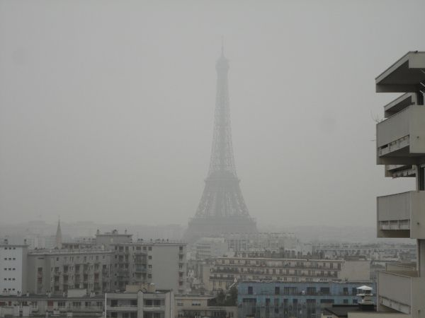 Tour Eiffel in pollution