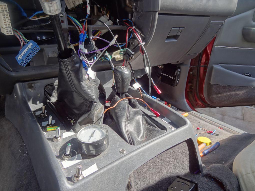 rhéostat HHO en cours d'intallation, nouveaux interrupteurs presque montés.