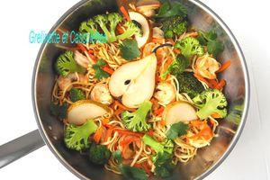 Wok de Nouilles Chinoises aux Crevettes sautées, Condiment de Poire