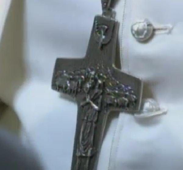 Un faux crucifix.....