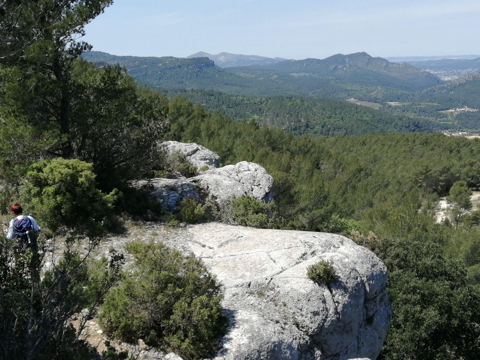 ...... cheminement sur les lapiaz des barres de Castillon