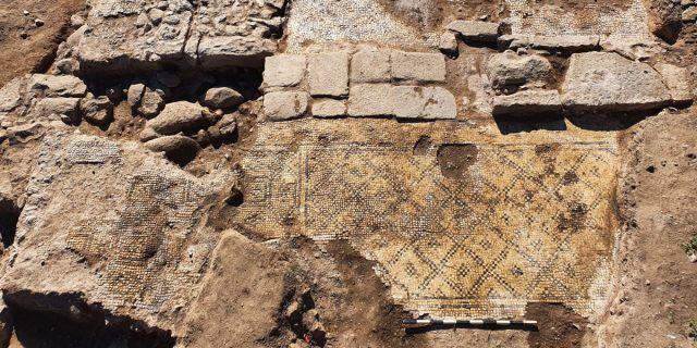 """Une pierre portant l'inscription """"Christ, né de de Marie"""" retrouvée en Israël"""