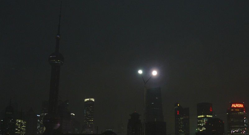 Pudong à 09H37  (Eclipse totale)   ISO 100, Focale 36mm, Vitesse 1/2s, Ouverture 2.8