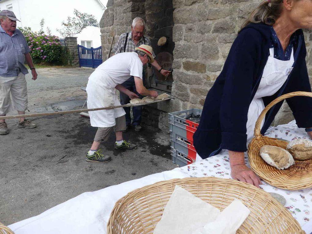 Les boules de pain cuites au feu de bois eurent beaucoup de succès