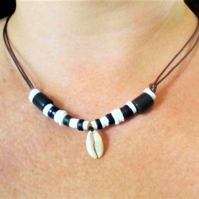 collier perles et coquillages