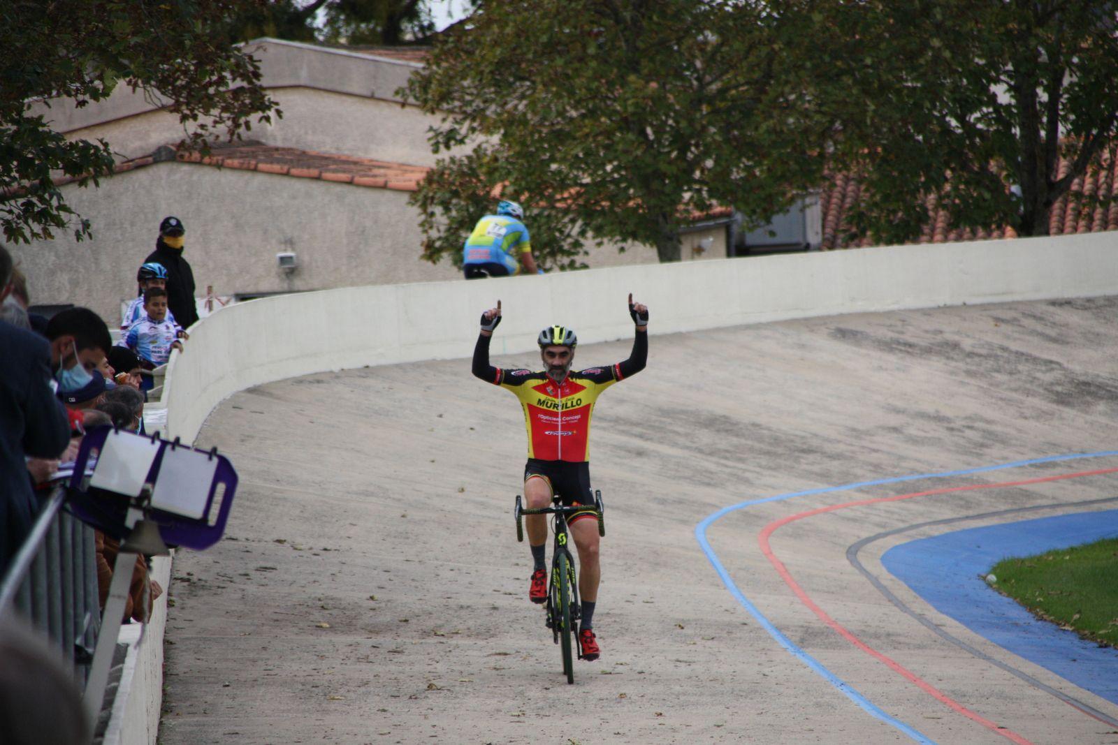 L'arrivée  avec  la  3e  place  du  toujours  jeune  Xavier  CHARBONNEAU