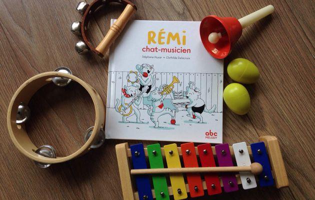 Rémi chat-musicien et Honoré pique-nique en forêt chez ABC Melody