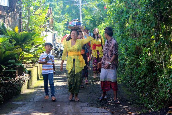 """Bali : fête familiale """"cérémonie du limage des dents"""""""