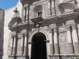 La Compania - Eglise jésuite du 17ème- Facade baroque- Tout et en or à l'intérieur !