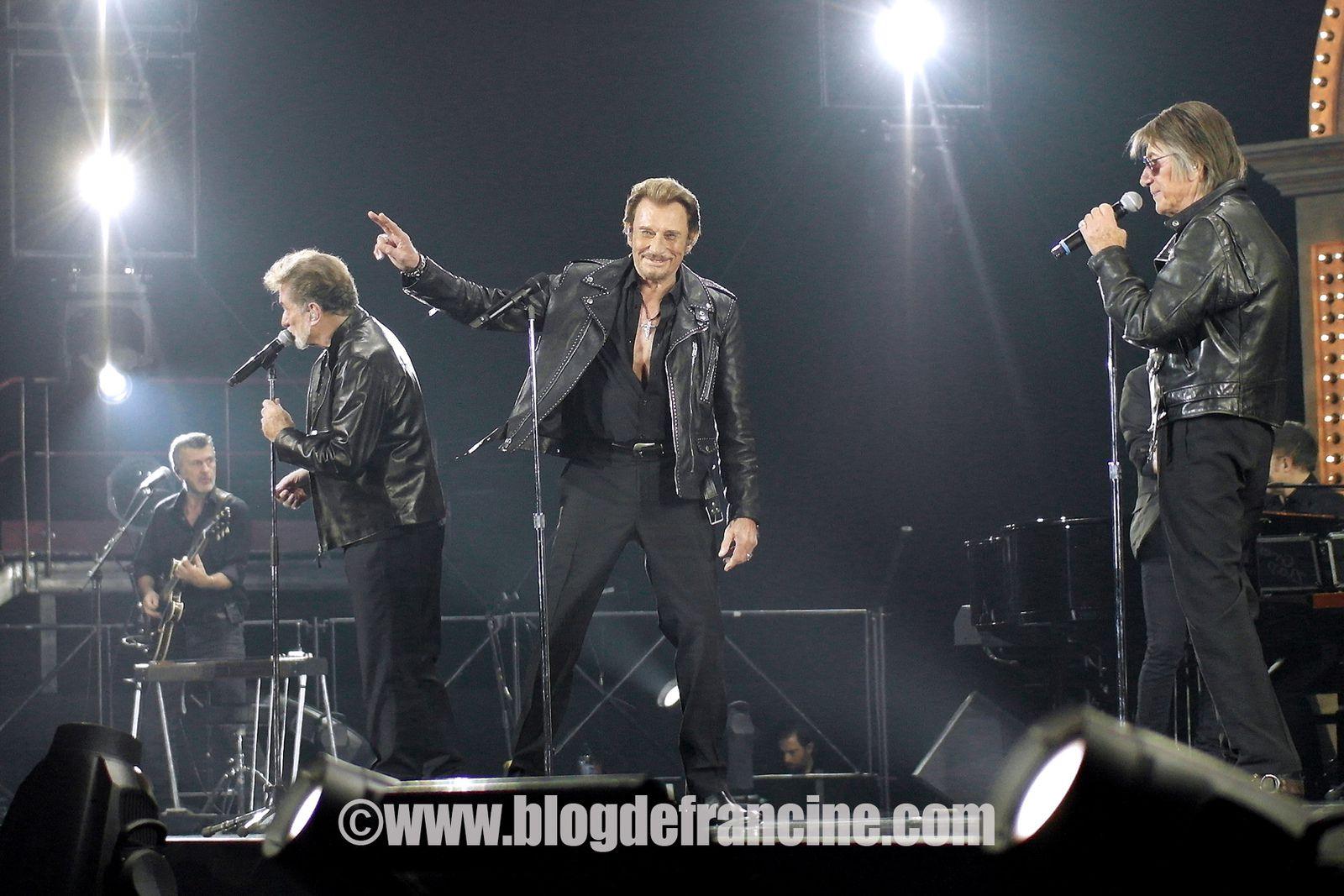 Trois complices depuis les années 60, ensemble sur scène en 2014: Eddy Michell, Johnny Hallyday, Jacques Dutronc