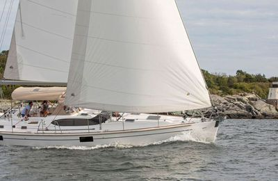 New Hylas  Yachts  H48  impressed  visitors  at  her US world premiere