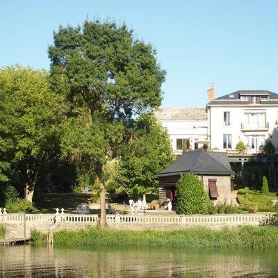Treyves est une magnifique maison familiale à louer en bord du Loir à Seiches sur le Loir