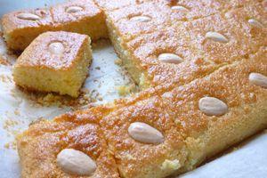 basboussas,petits gâteaux de semoule au yaourt,amandes et fleur d'oranger