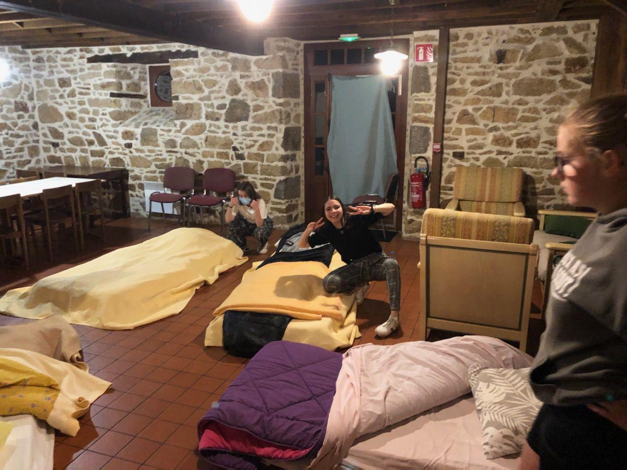 Petit déjeuner  le matin et, visite de la commune de Chauvigné, avant de prendre la route du Mont St Michel et de la mère Poulard.