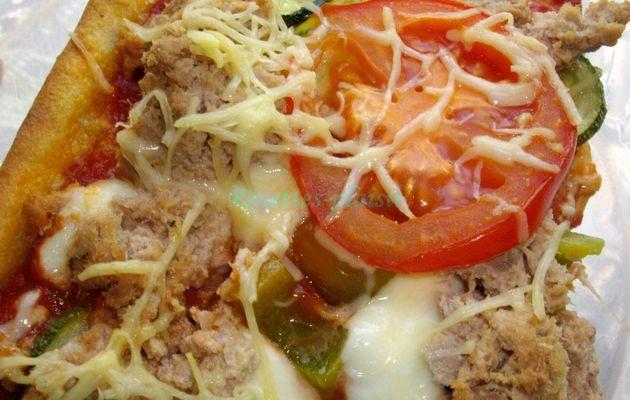 Pizza au thon, poivron et courgette