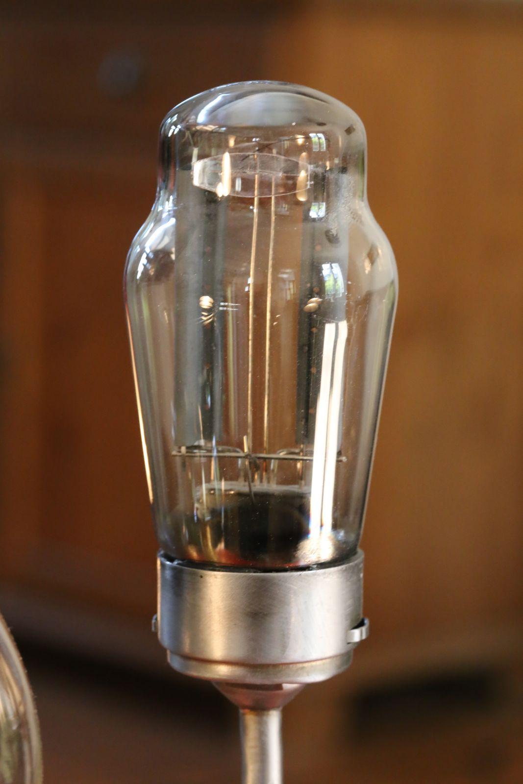 Rentrée des classes : création d'une lampe esprit Steampunk avec des ustensiles de laboratoire de chimie