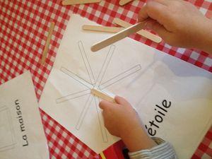 Des formes avec des bâtonnets de bois (bâtons esquimaux)