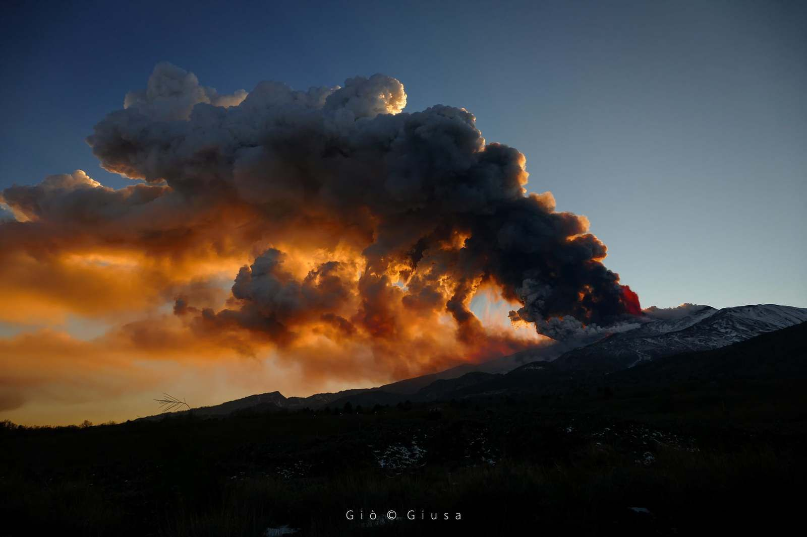 Etna - ash plume and lapilli on 02.16.2021 - photo Gio Giusa - click on the photos to see them in full screen.