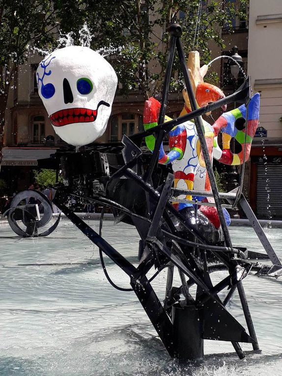 Niki de Saint-Phalle et Jean Tinguely, place Igor Stravinsky Paris