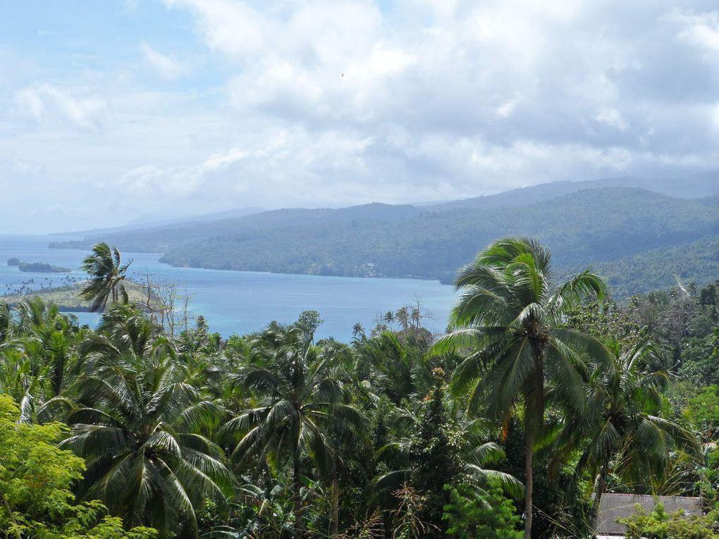 La plus grande île des Kei, Kei Besar, est peu visitée, on n'y croisait aucun étranger en 2013. Hébergement chez  l'habitant. Accueil souriant et chaleureux !