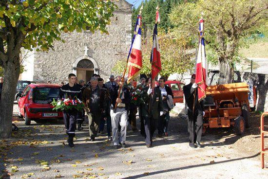 Ceremonie du 11 novembre qui a eu en fait lieu le 14 pour combiner la ceremonie avec le week end et l'exposition photo qui avait lieu les 13 et 14 novembre Le Castor
