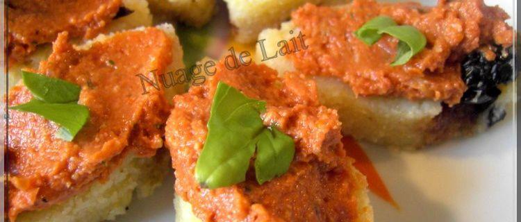 Pesto Rosso sur canapé de Polenta aux Olives