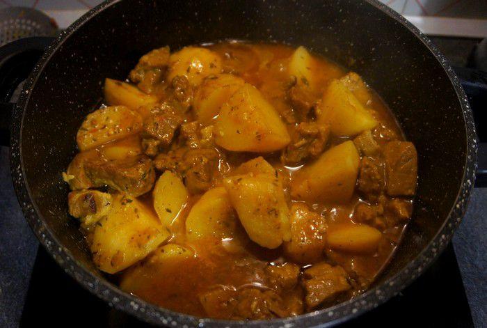 cuisson du cari de porc réunionnais aux pommes de terre