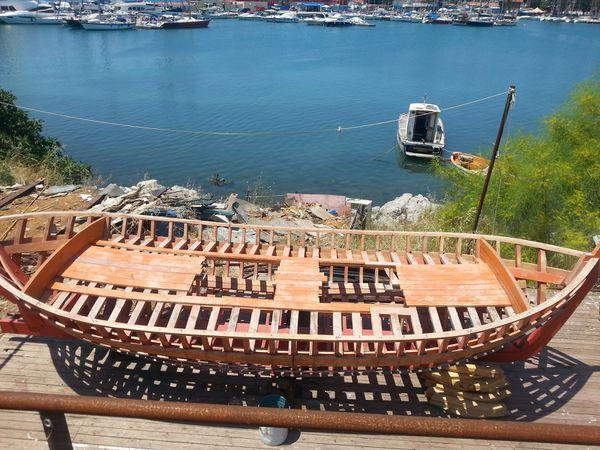 Atelier de fabrication de bateau en bois