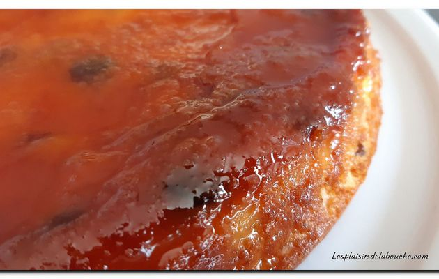 Gâteau de semoule aux raisins et fleurs d'oranger