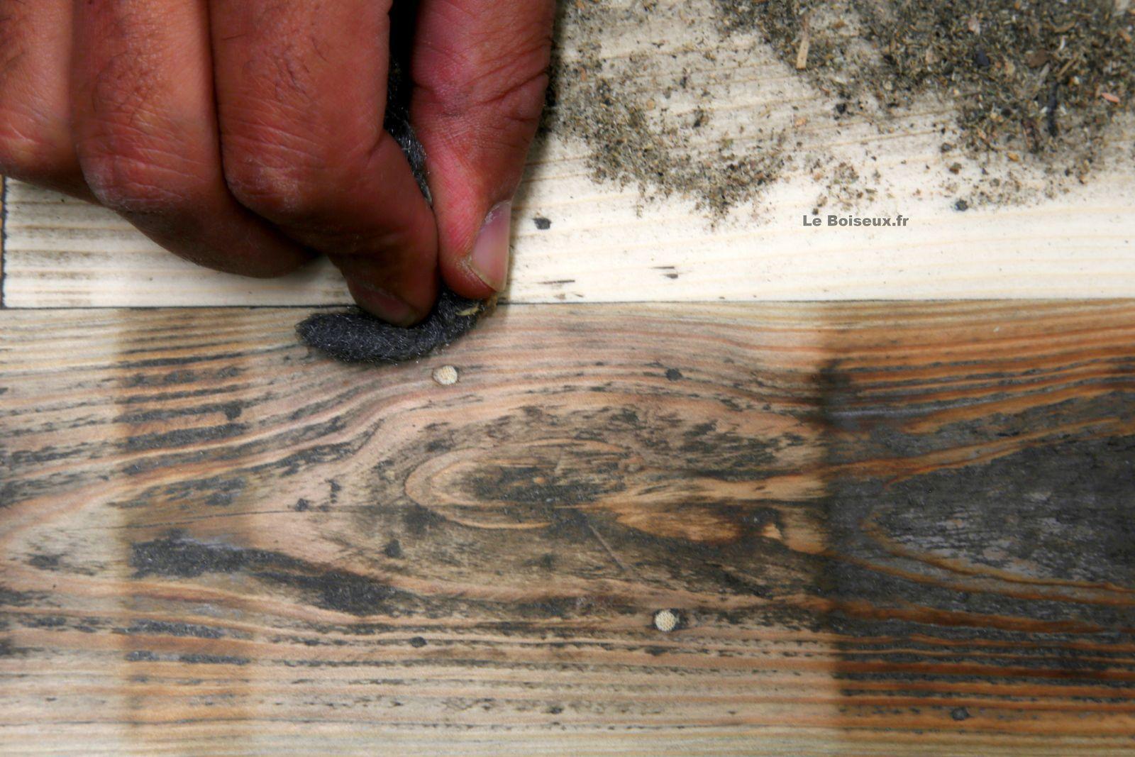 Dorénavant, dans une salle à manger, les plateaux de tables en bois recyclé griffés 'Le Boiseux' se feraient l'écho prolongé des plus belles planches perforées du monde…