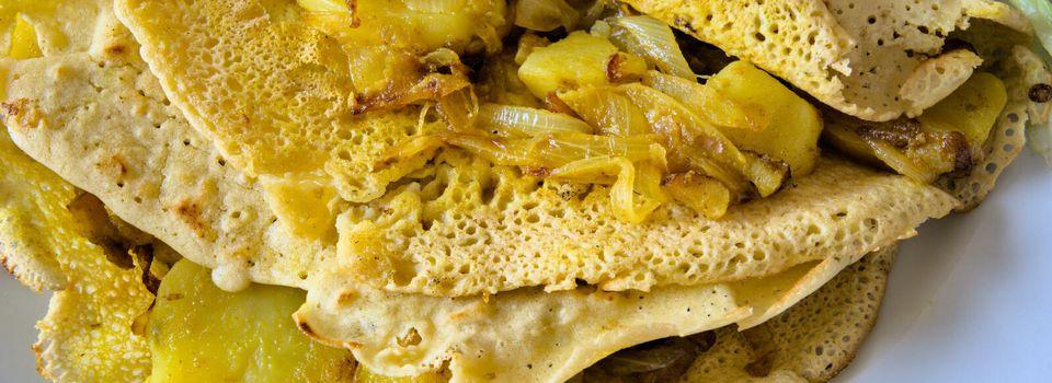 Crèpes à base de farine de pois chiche et aux pommes de terre (masala dosa)