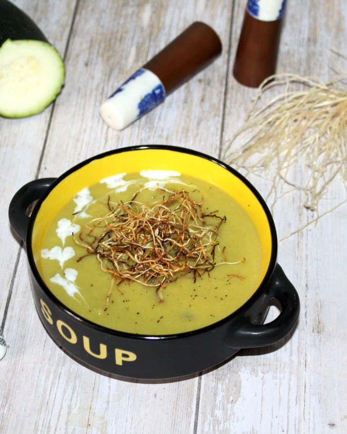 Soupe verte crémeuse et ses brindilles croustillantes