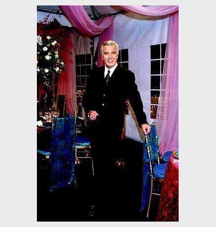 <p>il y a quelques invit&eacute;s</p> <p>Mac (la nouvelle actrice)</p> <p>Ashley</p> <p>Christine</p> <p>Eric forrester</p>