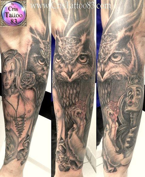 tatouage hiboux et bras en cours