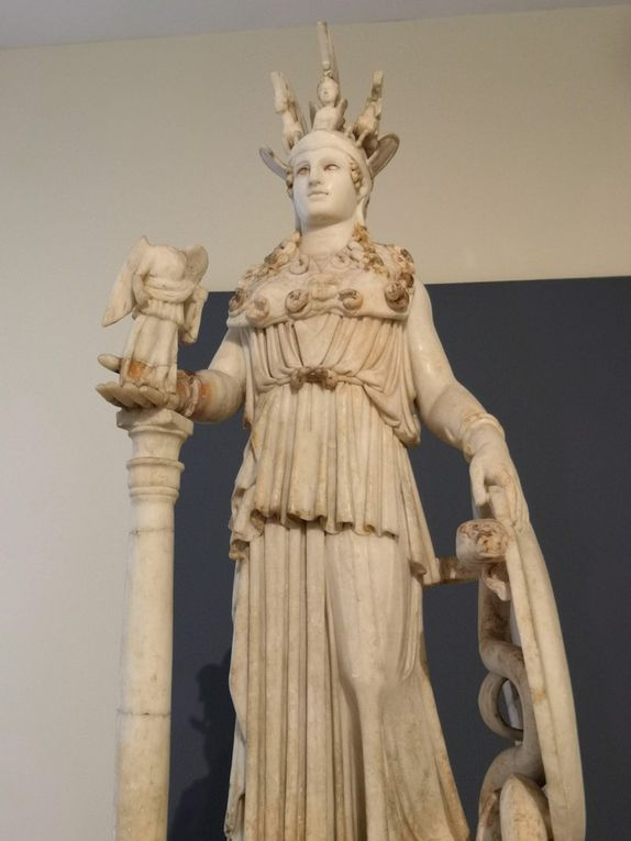 « Varvakeion Athena ». Statuette of Athena. Pentelic marble. First half of the 3rd century AD.