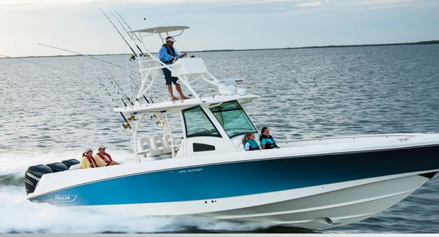 Boston Whaler 370 Outrage - les hautes performances se conjugent au plus que parfait !