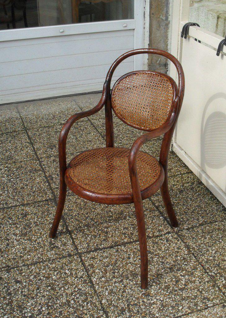 fauteuil pour enfant ancien de la marque THONET d'époque 1900