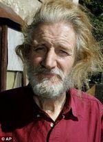 William Lyttle, l'uomo talpa di Hackney (London). Folle o semplice eccentrico? Presto un film racconterà la sua storia