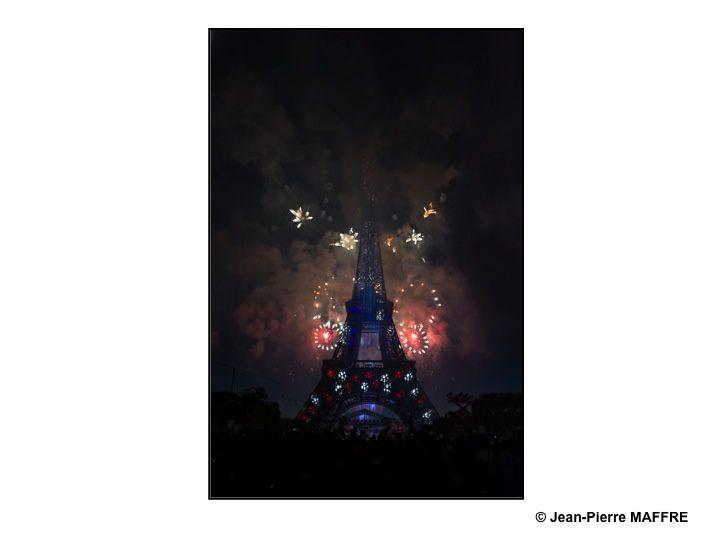 Comme pour le passage en l'an 2000, Paris a choisi la Tour Eiffel pour son traditionnel feu d'artifice du 14 juillet. Il sera difficile de trouver un meilleur endroit.
