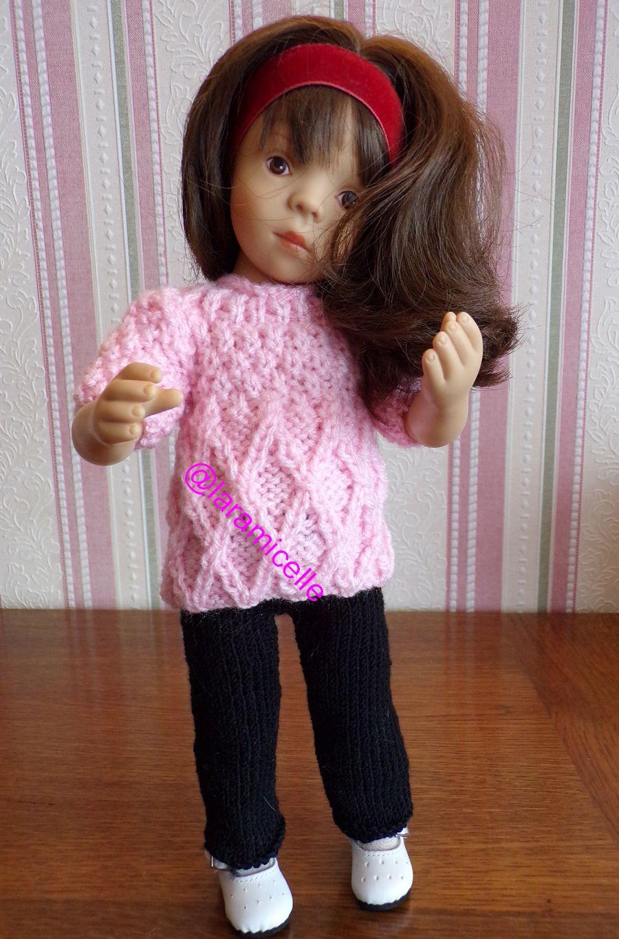 tuto gratuit poupée  : tunique à croisillons et décolleté roulotté