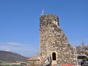 … == > … Gros plan sur la tour faisant actuellement office de tourisme.  (clic sur les photos pour les agrandir)