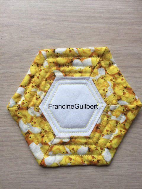 Courtepointe, sous-verre technique hexagone, Francine Guilbert