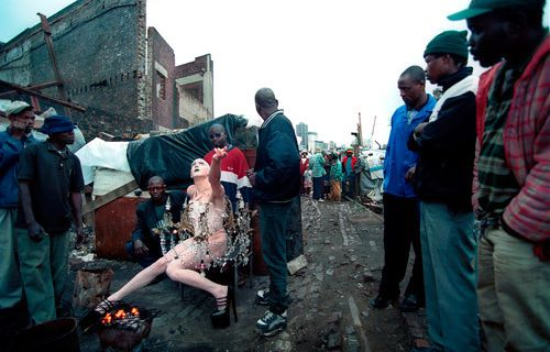 Le Chandelier @ Steven Cohen. 2001. photo. John Hogg