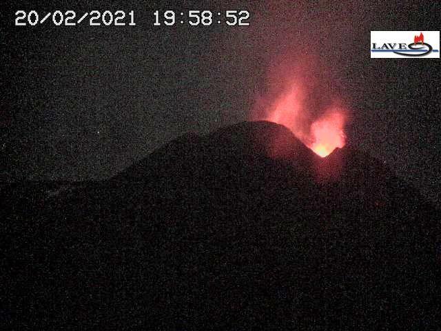 Etna - strombolian activity on 02.20.2021 / 7:58 p.m. - LAVE webcam