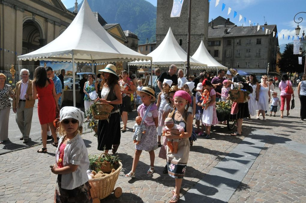 La ville de Saint-Jean-de-Maurienne perpétue la tradition de la Fête du Pain.  Photos : P.Dompnier, J.Tracq