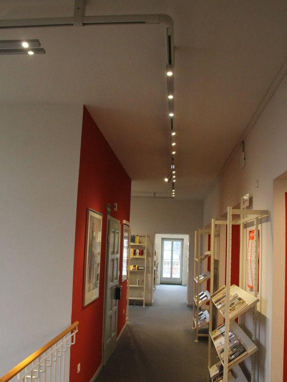 Beitrag zum Klimaschutz: Neue Beleuchtung der Veitshöchheimer Bücherei im Bahnhof schafft Wohlfühlatmosphäre und spart 87 Prozent Energie ein