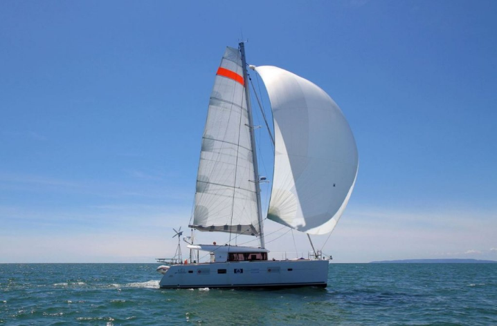 World Tour through the 3 Capes in Lagoon 400 - Successful Test for the Spinnaker!