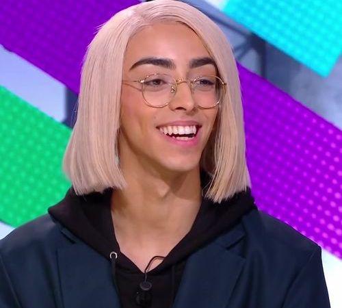 bilal hassani, un chanteur auteur-compositeur et vidéaste franco-marocain qui s'aaprête à défendre la France à l'eurovision