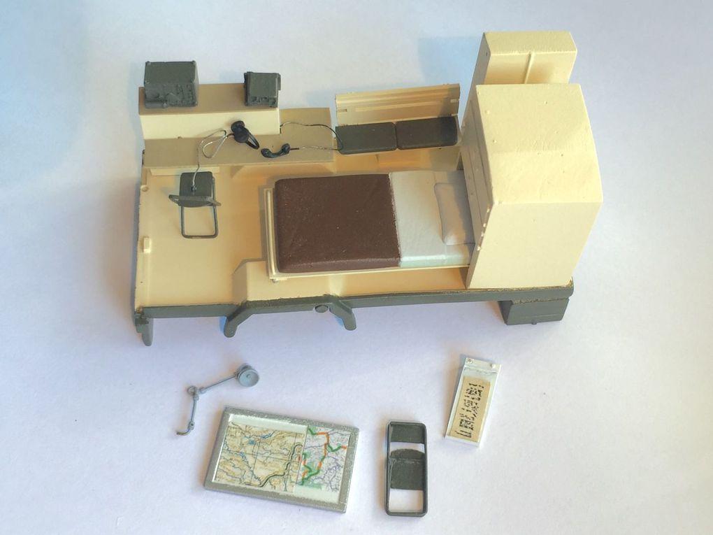Diaporama : prototype de la caisse ateler avec mise en place de l'aménagement intérieur, après détails de peinture